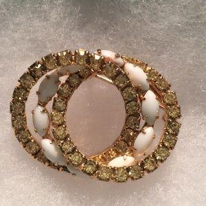 Jewelry - Vintage pin